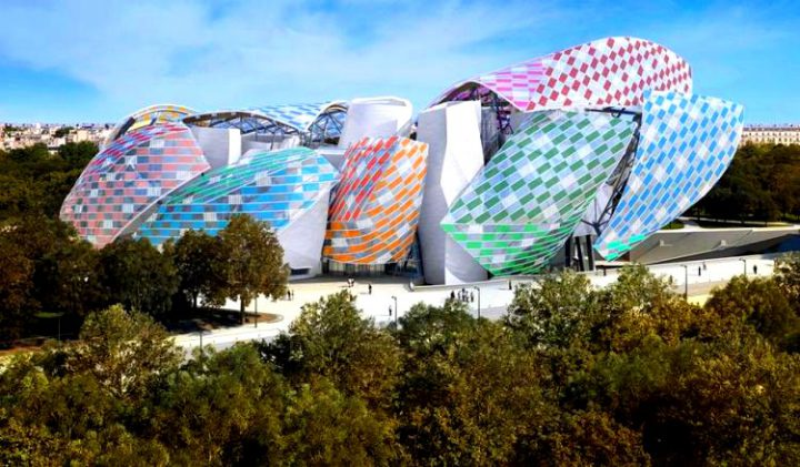 daniel-buren-fondation-louis-vuitton-in-a-new-light-2016-exhibition